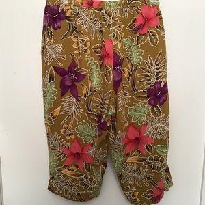 Elastic waist floral capris Liz & Me size 0X
